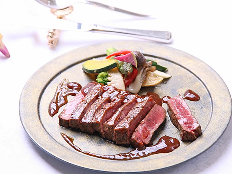 <冬限定季節コース>牛ヒレステーキと松茸など高級素材を尽くすコース